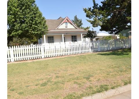 212 N Henderson, Cunningham, KS